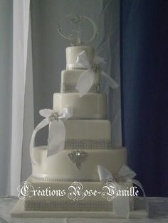 i love a white wedding cake