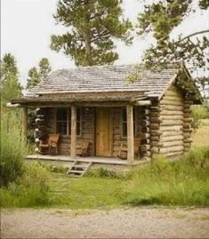 Small Log Cabin, Little Cabin, Log Cabin Homes, Little Houses, Log Cabins, Cabins In The Woods, House In The Woods, Tiny House Loft, Diy Cabin
