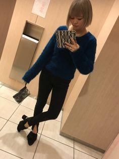 今日のコーデ(・∀・)ターコイズブルーのシャギーニット可愛いー♡最近は色物が好き♡今日はこの上にグリ