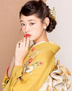 フォトギャラリー 成人式・卒業式の写真撮影・振袖レンタルならaim 東京・原宿 Kimono Japan, Yukata Kimono, Japanese Kimono, Japanese Girl, Traditional Kimono, Traditional Dresses, Kimono Fashion, Ethnic Fashion, Japanese Beauty