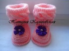 ПИНЕТОЧКИ С ПОПЕРЕЧНОЙ КОСОЙ baby's bootees - YouTube Knitted Baby Boots, Knit Baby Booties, Baby Knitting Patterns, Free Knitting, Knit Baby Dress, Cutwork Embroidery, All Free Crochet, Diy And Crafts, Baby Shoes