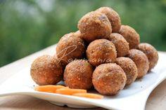 MRKVOVÉ GUĽKY (mrkva, vlašské orechy, datle, škorica, kešu, kokos. cukor)