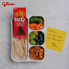 Pocky is a tasty snack that's easy to pack. It's perfect for your kid's school lunch or a game night with friends. Tap the pin to find Pocky near you! Dip For Beer Bread, Butterbeer Recipe, High Fiber Fruits, Cream Biscuits, Chocolate Biscuits, Cakes For Men, Eat Fruit, Fresh Bread, Beer Recipes