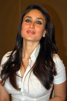kareena kapoor in white tight t-shirt photos shirt eyes style hair pics pictures images dress kareen Bollywood Actress Hot Photos, Beautiful Bollywood Actress, Most Beautiful Indian Actress, Bollywood Fashion, Beautiful Actresses, Bollywood Saree, Kareena Kapoor Navel, Kareena Kapoor Photos, Kareena Kapoor Khan