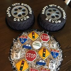 birthday tire cakes and road sign cookies Boys 16th Birthday Cake, Novelty Birthday Cakes, Sixteenth Birthday, Sweet 16 Birthday, Teen Birthday, Birthday Cookies, Boy Birthday Parties, Birthday Ideas, Sweet 16 For Boys