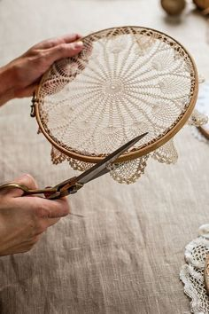 @ Mokkasin: How to make doily hoop art & dreamcatchers (diy lace ideas dream catchers)@ Mokkasin: How to make doily hoop art & dreamcatchers I love the embroidery hoop frame idea, but cutting a piece of art (which is exactly what a Doilie is). Doily Dream Catchers, Dream Catcher Craft, Handmade Dream Catcher, Dream Catcher Painting, Making Dream Catchers, Dream Catcher Mobile, Dream Catcher Earrings, Dream Catcher Boho, Doilies Crafts