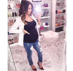 How I miss wearing jeans😫! But thankfully I can still find some stylish mommy-jeans - and these are at the top of my favorites list! Casual Maternity Outfits, Maternity Work Clothes, Stylish Maternity, Maternity Wear, Maternity Fashion, Maternity Dresses, Pregnancy Wardrobe, Pregnancy Outfits, Mom Outfits