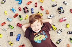 I don't love styled props, but I love props that mean something and define who a child is and what he/she enjoy at the moment. So, this kids must love Hot Wheels. Cute idea for photographing a child with their favorite thing of the moment Burns Photography, Photography Poses, Cute Photos, Cute Pictures, Kid Photos, Children Photography, Family Photography, Foto Fun, Foto Baby