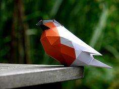 Facettierte Skulptur eines Gimpels aus Papier. Mit Vorlage zum Selbermachen