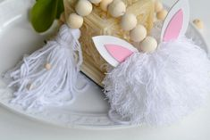 final Diy, Making Pom Poms, Wooden Beads, Easter Bunny, Colorful Drawings, Garlands, Bricolage, Handyman Projects, Do It Yourself