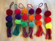 Pompones bordados mexicanos con borlas por vivalapress en Etsy