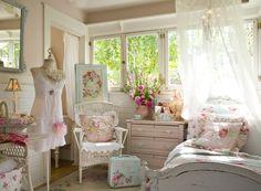 Стиль шебби шик - Нежная спальня для молодой девушки в легком стиле шебби шик.