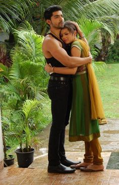 Maan consoling Geet Cute Romantic Pictures, Gurmeet Choudhary, Dove Pictures, Kartik And Naira, Indian Drama, Zara, Tv Couples, Indian Movies, Saree Dress
