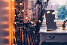 Helmihytti: DIY - Tee itse tunnelmallinen sängynpääty laudoista Kitchen Window Treatments, Macrame Curtain, Creations, Arts And Crafts, Crochet, Lifestyle, Diy, Mobiles, Design