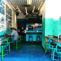 Chaises Nicolle® H75 couleurs personnalisées I'm loving the blue on turquoise at Wahaca. Tacos or Enchilada, anyone? #mexican #streetfood #tacos #enchilada #london #italian #food #londonfoodie #tasteintravel #passionpassport #foodgasm #wanderlust #travel #wanderhatlondon #igtravel #iglondon #blue #turquoise #art #design #streetphotography