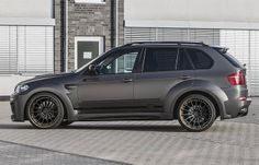 Prior BMW Prior Design revealed today a new wide body kit for the previous version of the BMW SUV. Prior's new BMW with wider wheel arches t Bmw X Series, Bmw X5 E70, Wide Body Kits, Car Guide, New Bmw, Car Tuning, Performance Cars, Vroom Vroom, Automobile