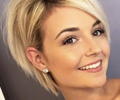 80 Bob Hairstyles To Give You All The Short Hair Inspiration - Hairstyles Trends Medium Hair Styles, Short Hair Styles, Stacked Bob Hairstyles, Short Hair Cuts For Women, Great Hair, Hair Dos, Hair Trends, Her Hair, Hair Inspiration