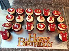 cupcakes - for dad. Super Bowl Party, Cupcakes For Men, Themed Cupcakes, Fondant Cupcake Toppers, Cupcake Cakes, 49ers Birthday Party, 49ers Cake, Sweet Games, Football Cupcakes