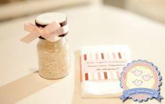 Nosso Kit Cerimônia funciona da seguinte maneira:  - 1 lencinho embalado individualmente, com tag e laço de cetim  - 1 tubete com arroz , com rótulo personalizado e laço de cetim.    Valor: R$ R$ 4,15 a unidade ( sem o arroz, para que não pese no frete ou R$ 5,00 com arroz)  ( Preço promocional p...