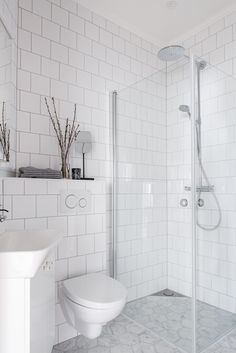 Home Decor Ideas Curtains Awesome Bathroom Shower Remodel Ideas Decor Ideas Curtains Awesome Bathroom Shower Remodel Ideas Tiny House Bathroom, Steam Showers Bathroom, White Bathroom, Minimal Bathroom, Glass Showers, Marble Bathrooms, Bathroom Mirrors, Bathroom Cabinets, Bathroom Hardware