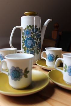 """J G Meakin Studio """"Topic"""" Coffee Pot with 4 cups and saucers designed by Alan Rogers"""