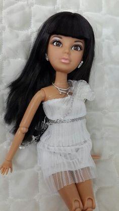 Daniela liv doll Monster High Boys, Liv Dolls, Doll Dresses, Ball Jointed Dolls, Descendants, Toys For Boys, Fashion Dolls, Spin, Doll Clothes