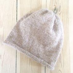 KISS Hue – opskrift på retstrikket hue   Lutter Idyl Modern Crochet Patterns, Knitting Patterns, Knitting For Kids, Baby Knitting, Knit Crochet, Crochet Hats, Handmade Baby, Mittens, Knitted Hats