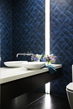 Wall covering in the bathroom with bold, modern lighting. Serene Bathroom, Stunning Wallpapers, Loft, Pli, Architect Design, Wall Treatments, Decoration, Custom Homes, Luxury Homes
