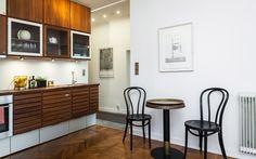 Kök #3, snickeri, ljusa väggar - Jusmag Måleri.  Kontakta oss på info@jusmag.se, eller på +46736331115.