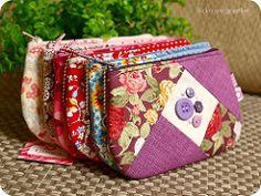 { cores e botes } (Gizoca) Tags: crazy handmade wallet sewing crafts sew fabric purse bible patchwork bolsa tecido costura bblia bolsinha botes necessaire pouche gizoca bolsinhapatch