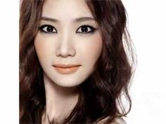 Jung Saem Mool - Celebrity Korean Makeup Artist.    It has both English & Korean Subtitles.    만다린 오렌지 립 포인트 메이크업_Orange Color Lip Make-up