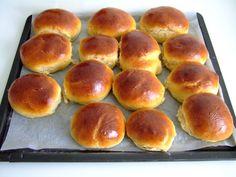 Plus moelleux que le pain, moins riches que la brioche, les pains au lait se prêtent aussi bien au sucré qu'au salé, au petit-déjeuner qu'au goûter, se dégustent... Read More »