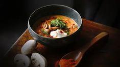 Polévky   Recepty na krémové polévky či recepty na silný vývar Iron Pan, Portobello, Pho, Thai Red Curry, Food And Drink, Cooking, Ethnic Recipes, Kitchen, Brewing