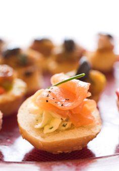 salmon canapés: mini bagel with lox
