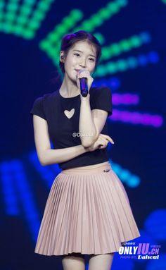 Korean Fashion Trends, Iu Fashion, Star Fashion, Girl Photo Poses, Girl Photos, Pleated Mini Skirt, Mini Skirts, Anime Child, Korean Actresses