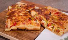 Ανοιχτή πίτα με ντοματίνια ζαμπόν και τυριά | Συνταγές - Sintayes.gr Vegetable Pizza, Quiche, Cauliflower, Food Porn, Cooking Recipes, Cheese, Snacks, Vegetables, Breakfast