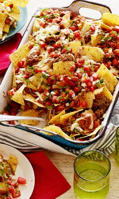 The Pioneer Woman's Cowboy Nachos Impress a cottage crowd with a surprise tray of Ree Drummond's spicy, cheesy and meaty nachos! Side Salad Recipes, Salad Recipes For Dinner, Healthy Salad Recipes, Appetizer Recipes, Appetizers, Nachos, Beef Recipes, Mexican Food Recipes, Cooking Recipes