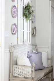 French country settee bench with purple transferware plates displayed on wall above - Maison Decor/Amy Chalmers. French country settee bench with purple transferware plates displayed on wall above - Maison Decor/Amy Chalmers. French Country Wall Decor, French Farmhouse Decor, Modern French Country, French Country Living Room, French Decor, French Country Decorating, Country Chic, Farmhouse Style Bedrooms, Cottage Bedrooms