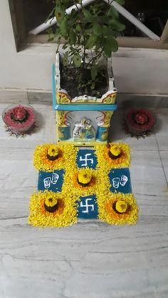 Arti Thali Decoration, Mandir Decoration, Ganpati Decoration At Home, Rangoli Designs Latest, Rangoli Designs Diwali, Diwali Rangoli, Diwali Decorations, Festival Decorations, Flower Decorations