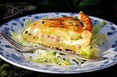 Savoyard Pie with Potatoes, Bacon and Reblochon Cheese. (In USA substitute Delice du Jura cheese for the raw Reblochon. Quiche Muffins, Potatoes Au Gratin, Quiche Lorraine, Marmite, Smoked Bacon, Love Eat, French Food, Macaroni And Cheese, Food Photography