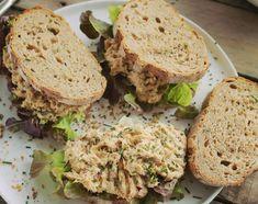 Így készül a legjobb tonhalkrémes szendvics | Street Kitchen Vegetarian Recepies, Cooking Together, Wrap Sandwiches, Naan, Salmon Burgers, Street Food, Seafood Recipes, Avocado Toast, Hamburger