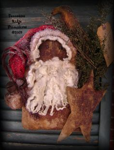 TRP Primitive Grungy Christmas Santa Door Doll With Star