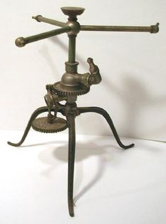 For watering the gardens of steampunks. Old Garden Tools, Old Tools, Garden Art, Antique Tools, Garden Water Sprinkler, Garden Sprinklers, Classic Garden, Flower Frog, All Nature