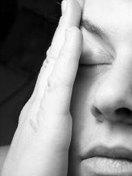 Post concussion syndrome : What Things Make it Worse?  The symptoms can tend to be exacerbated by a number of things though most potently tiredness, hunger, thirst, social pressures and particularly physical exercise and work be that physical or mental.