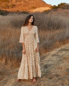 Shop the Christy Dawn dress collection for timeless, handmade vintage inspired clothing to look great on any occasion, while supporting sustainable fabric sourcing practices. Modest Dresses, Modest Outfits, Modest Fashion, Cute Dresses, Vintage Dresses, Boho Fashion, Casual Dresses, Autumn Fashion, Vintage Fashion