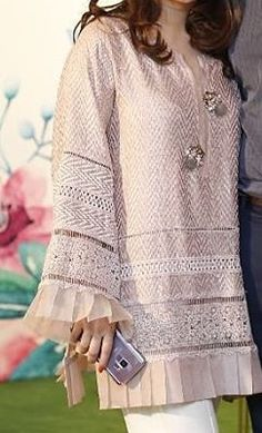 Best 11 Pastel shade with white trouser – SkillOfKing. Pakistani Formal Dresses, Pakistani Fashion Casual, Pakistani Dress Design, Pakistani Outfits, Frock Fashion, Women's Fashion Dresses, Casual Dresses, Sleeves Designs For Dresses, Dress Designs