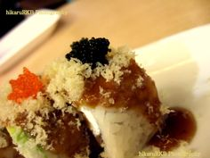 It's Dragonroll Fusion Sushi @ Hachi-hachi Restaurant in Tunjungan Plaza, Surabaya, Indonesia. It's so delicious! Heerlijke! :)   Visit my food experience at http://biringfoodexperience.wordpress.com