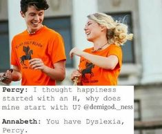 Hahaha but srsly the people in the background look like Percabeth Percy Jackson Annabeth Chase, Percy Jackson Cosplay, Percy Jackson Fan Art, Percy Jackson Fandom, Percy Jackson Ships, Percy Jackson Characters, Percy Jackson Quotes, Percy And Annabeth, Percy Jackson Books