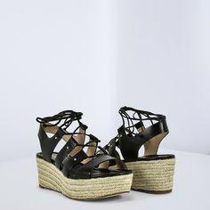 •SALDI• Concediti il piacere di indossare un sandalo che sappia rappresentare il tuo carattere! 😍 Scegli Michael Kors completare i tuoi outfit estivi 💓 ➡  www.RICCISHOP.it #michaelkors #sandali #mkshoes #scarpe #donna #adoro #black #corda #zeppa #sandalo #scarpedonna #mia #scarpenuove #primavera #outfit #estiva #scarpa #taccoalto #tacco #moda #bella #moda #eleganti #comoda #belle #bellissima #totalblack #amo #molise