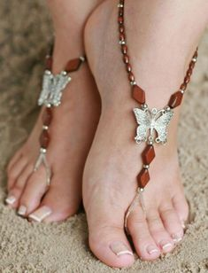 Barefoot sandals-- I like the butterflies, but would probably choose a color other than brown Beaded Foot Jewelry, Ankle Jewelry, Beaded Sandals, Beaded Anklets, Ankle Bracelets, Body Jewelry, Jewellery, Footless Sandals, Flipflops